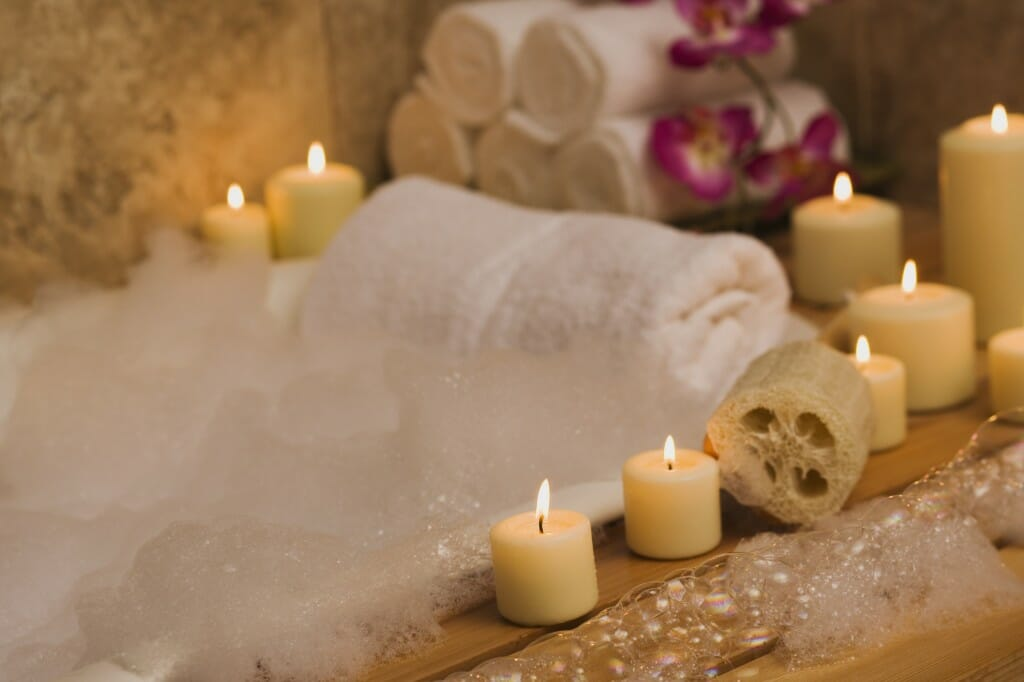 Charmant As A Light Source Unique From Others In Your Bathroom, Candles Can Add A  Nice Touch Of Elegance To Your Bathing Space. Place Candles Around Your  Bathtub, ...