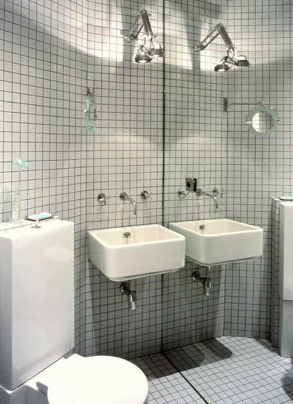 8 tips to make a small bathroom look bigger for European bathroom stalls