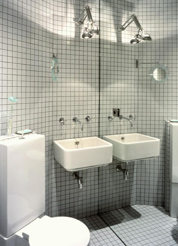 8 tips to make a small bathroom look bigger. Black Bedroom Furniture Sets. Home Design Ideas